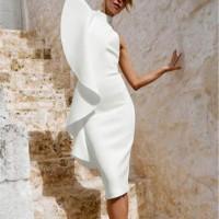 Exclusivo vestido blanco con hombro colgando