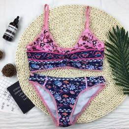 Bikini Floreado y con Bordados Rosa